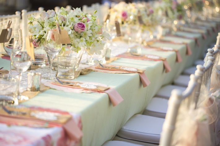 table at wedding reception - linen rentals oahu