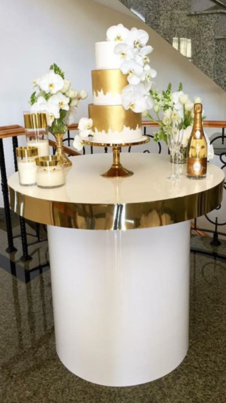 Gold cake/sweetheart table